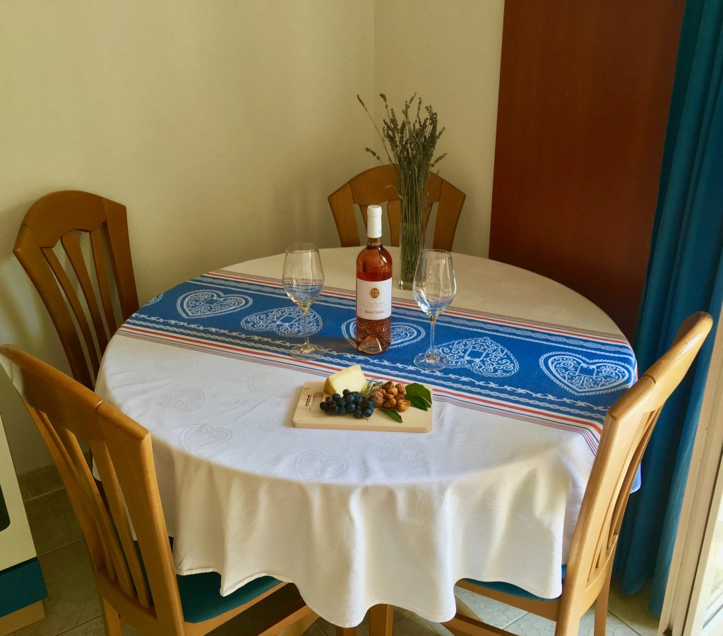 Apartment Fontana, dining table, apartments villa jadranka