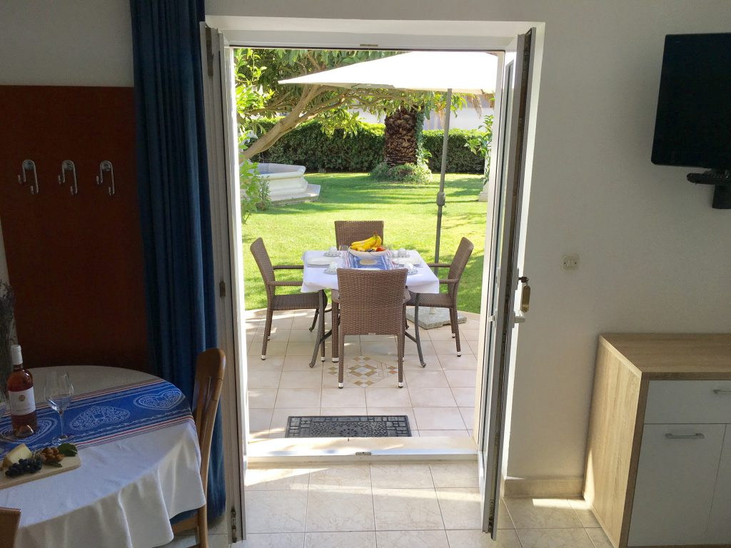 Apartment Dupin room, terrace, garden, apartments villa jadranka