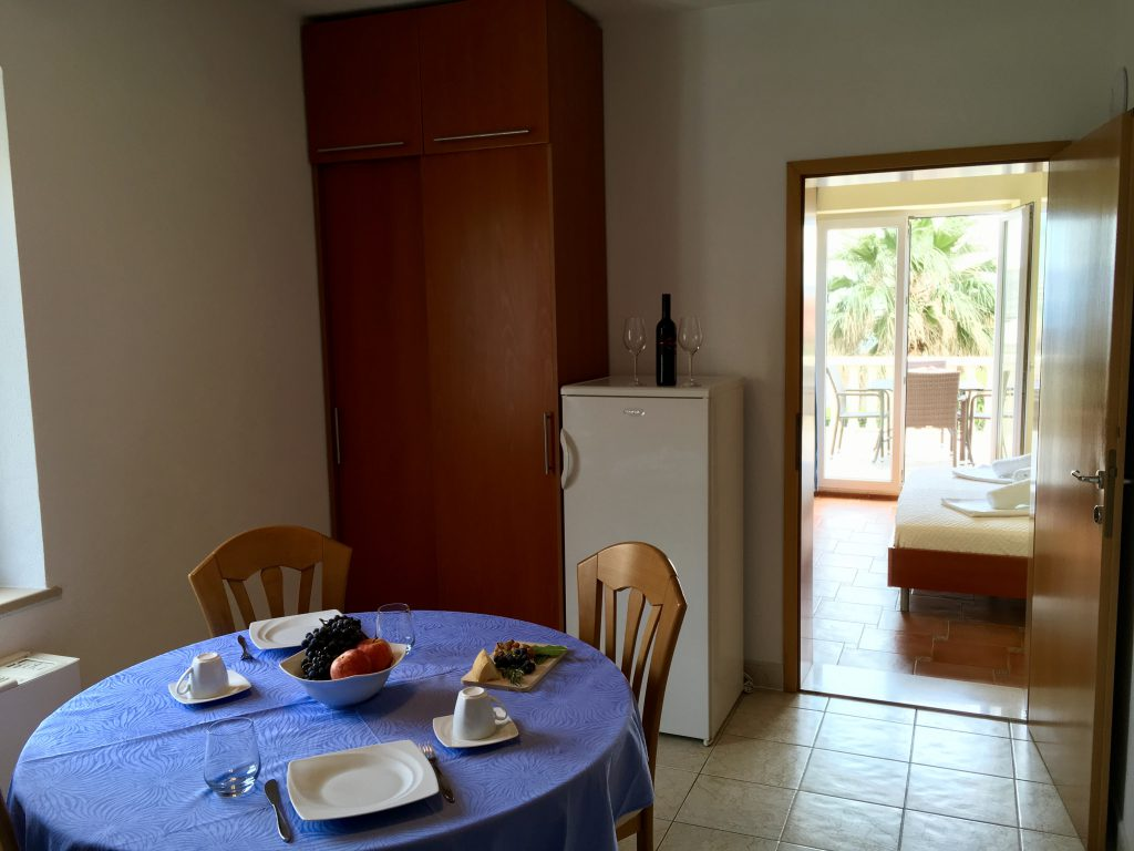 Apartment Koralj dinning room, apartment villa Jadranka bol